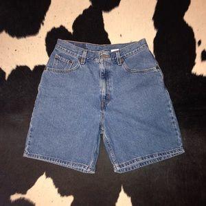 Vintage Levi's high rise mom jean denim shorts